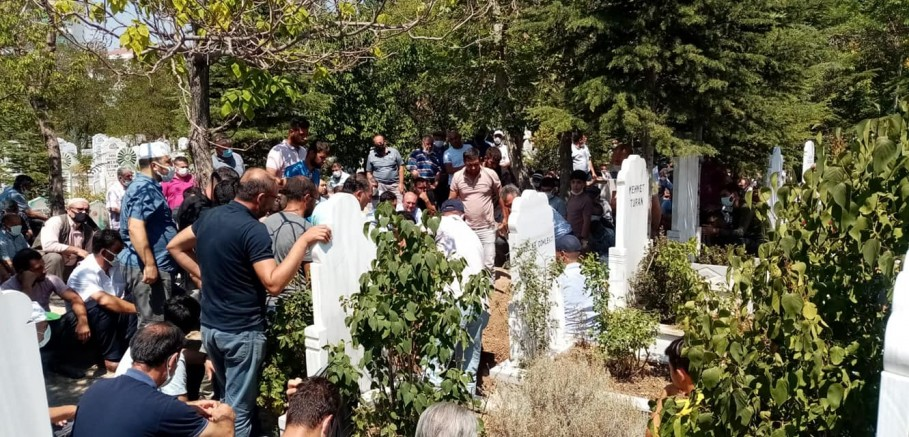 Ali Mutlu dualarla son yolculuğuna uğurlandı