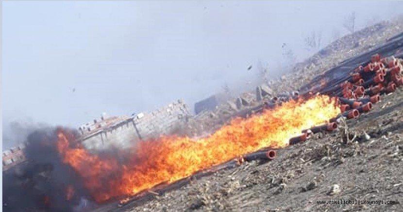 Bilezikli Yaylasında Yangın! Saman Balyaları ve Yağmurlama Boruları Yandı