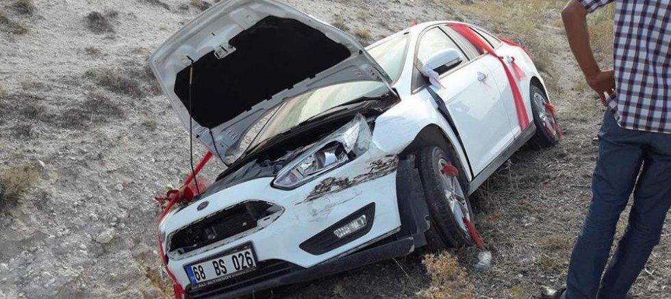 Eşmekayada Gelin Arabası Kaza Yaptı