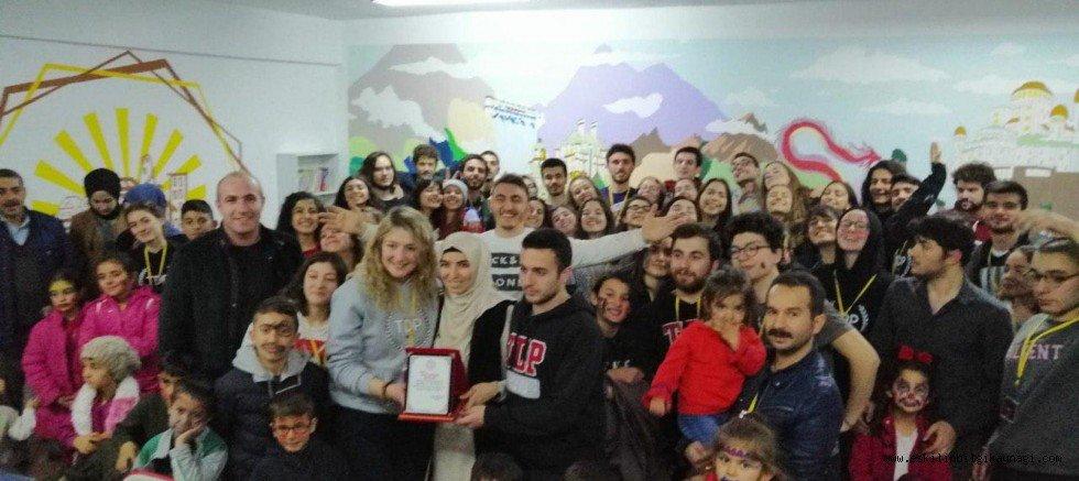 Günköy Ekibi Katrancı Köyü Ortaokuluna Kütüphane Kurdu