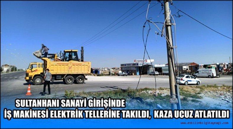 Sultanhanı'nda İş Makinesi Elektrik Tellerine Takıldı